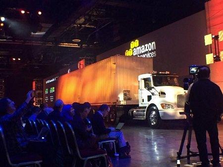 Amazon представила грузовые автомобили для физического переезда данных в«облако»