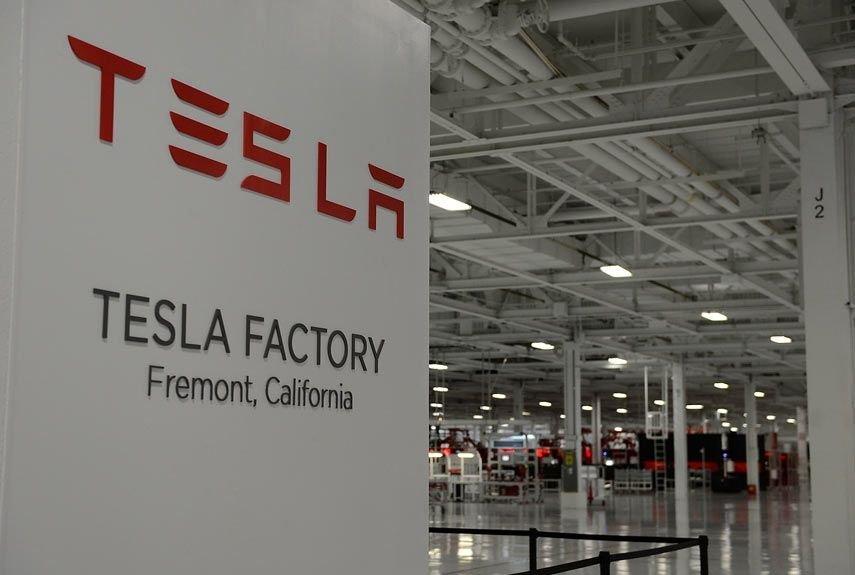 Tesla планирует привлечь 1,5 млрд долларов с целью увеличения объемов производства Model 3