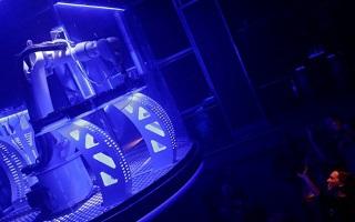 Робот-диджей уже работает в чешском клубе