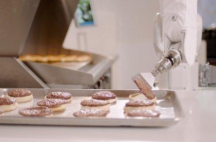 В ресторане Caliburger приготовлением бургеров занимается робот Flippy