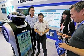 Китайский банк запустил в Шанхае филиал с роботами