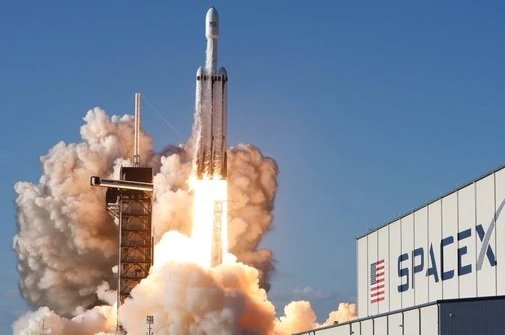 SpaceX отчиталась об успешном завершении первого коммерческого пуска Falcon Heavy