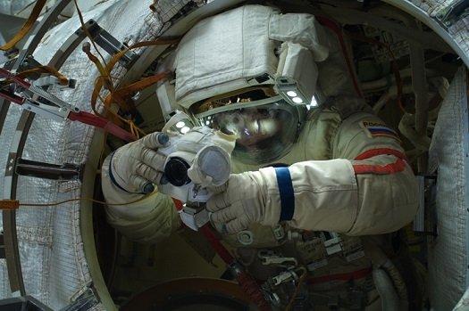 Находящиеся на МКС космонавты получат VR-гарнитуры